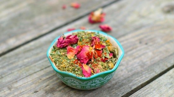 Herbal Deworming Mix For Backyard Chickens