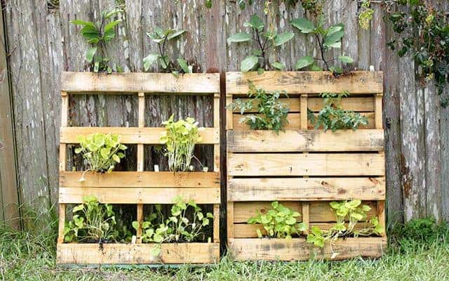 20 Amazing, Must Make DIY Pallet Projects For Your Coop!