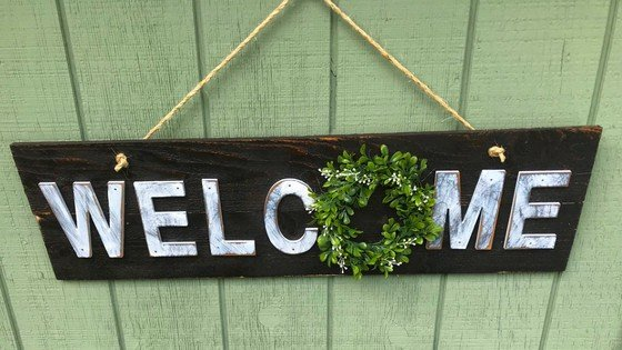 Build This Adorable Rustic Welcome Outdoor Sign For Your Home & Coop!