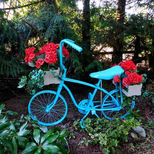 Adorable Recycled Bicycle Garden Planter Tutorial!