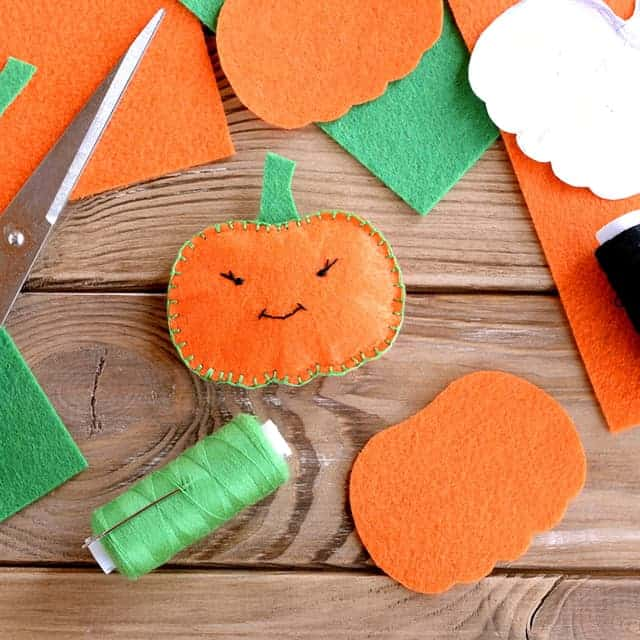 10+ Thanksgiving Decorations You Can Make With Your Kids