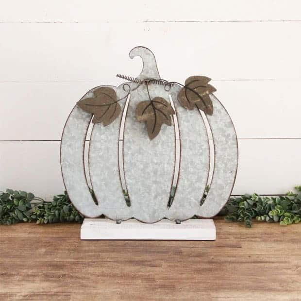 Metal Pumpkin Table Sitter