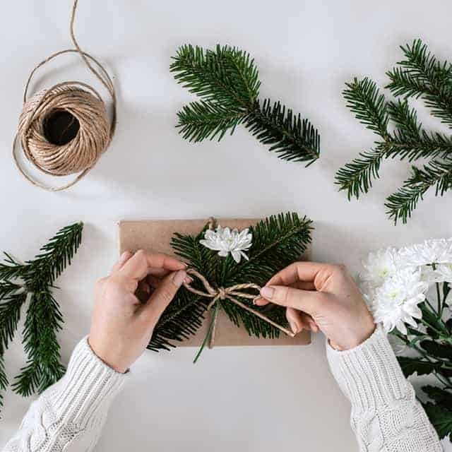12 Genius Eco-Friendly Gift Wrap Hacks